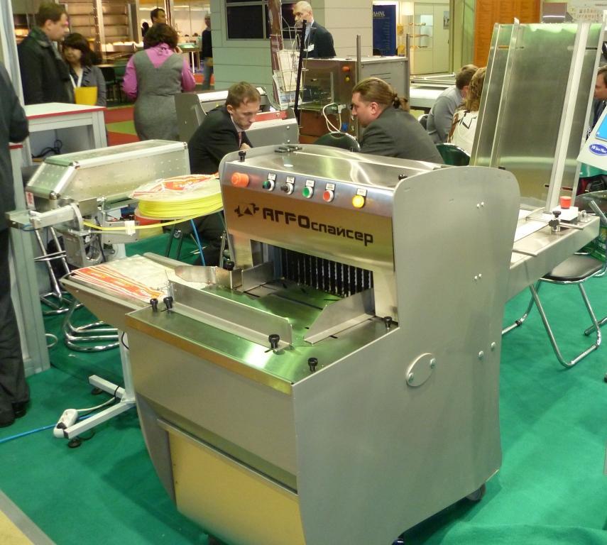 хлеборезательной машине
